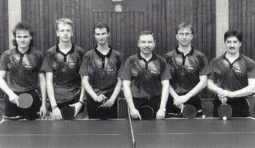 1996 - 1. Herrenmannschaft von links nach rechts: Jürgen Feger, Roland Schumacher, Tobias Drexler, Dieter Ost, Karl-Heinz Mack, Hans Braun