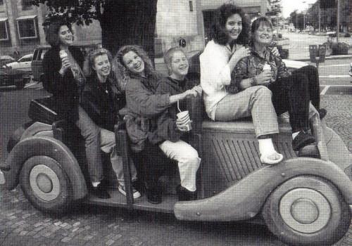 Entspannung nach hartem Kampf in Bayreuth! Der Süddeutsche Mannschaftsmeister 1991 v.l.n.r.: Karin Pilz, Sonja Lipp, Iris Fischer, Sonja Stritzl, Dorit Eckhardt und Tina Baur